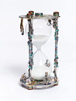 Срібний пісочний годинник Дівчата