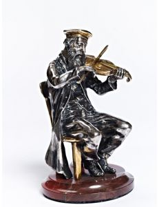 Статуетка Скрипаль на стільці